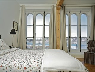 Riverfront Luxurious 3 Bedroom Condo in Heart of Old Quebec