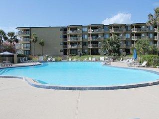 Colony Reef 2102, 3 Bedrooms, Sleeps 9, Steps to Beach, 2 Pools, WIFI