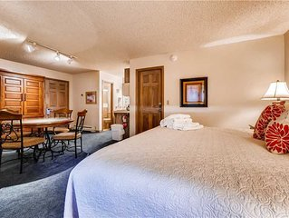 Intimate studio across the street from the gondola w/shared pool, hot tubs, fitn