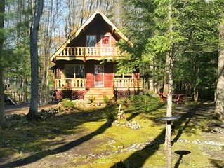 3 bedroom, 2 bathroom chalet; 3 minute walk to pristine, child friendly beach