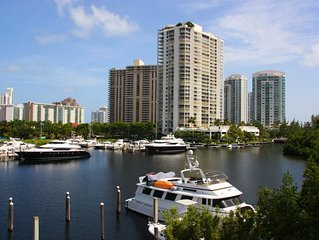 Yacht Club at Aventura. Amazing Water View, Newly renovated