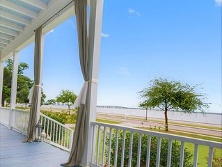 Beachfront! Amazing views! Doors from Harbor & Downtown BSL! Sleeps 12