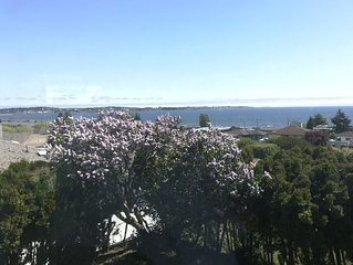 Ocean view, 3BR prime location suite by the sea