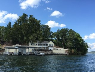 Mellor's House-Awesome view, Waterfront house, Boat dock with water play area!