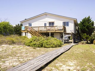 Paws Awhile: 3 BR / 2 BA home in Oak Island, Sleeps 8