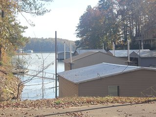 Waterfront Cabin. Boathouse. 5 bed/4 bath, Pickwick Lake.