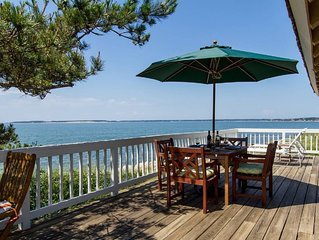 Spectacular Private Waterfront Cottage on Bayside. Panoramic Views. Pet Friendly