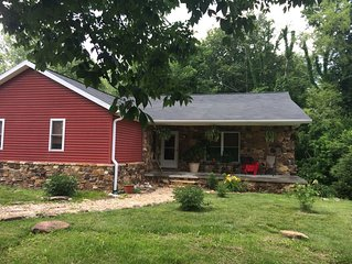 Comfortable home 2 1/2 mi. to downtown Bloomington, minutes to campus