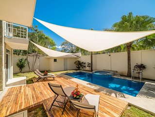 Steps to Beach! Patio, Pool, Sailing Center, Walk to Everything!