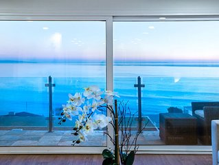 Live the Dreamlife in Malibu with Breathtaking Views!