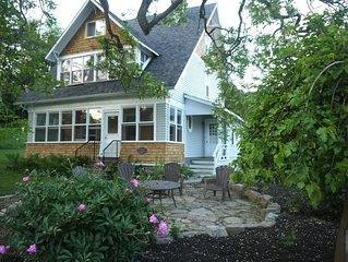 Multi-family Cottage Retreat On The Rideau Canal!