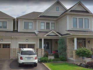 Luxury spacious 4 BR house in Milton