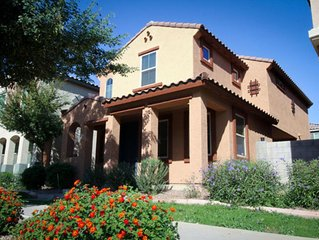 Great Phoenix location surrounded by retailers, dining options and the I-10
