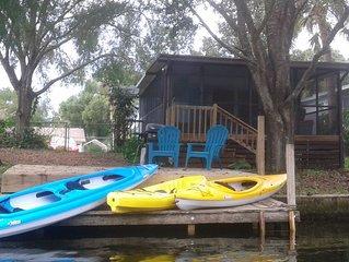 Mermaid Cove~ Weeki Wachee River Retreat (includes Kayaks/Canoes)