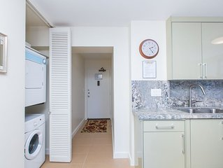 New! Designer Renovated, One Bedroom, Free Parking, Washer/dryer, Walk To Beach