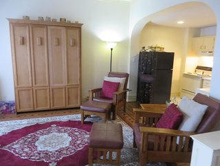 Private Apartment in the Core of Downtown, sleeps 4 (Harrison)
