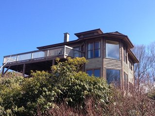 Secluded Retreat Panoramic Views, Low Rates, Hot Tub, Fire Pit