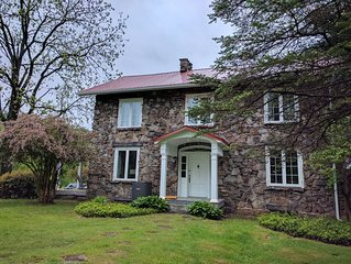 Fully renovated, charming stone house at the confluence of the 3 rivers