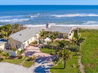 Cozy cottage w/ stunning ocean views- Step outside your backdoor to the beach!
