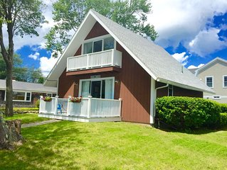 IDEAL LOCATION!  ONE BLOCK TO JENNESS BEACH!  Summer bookings begin in January!