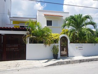 Spacious 3 bdr House - Private Pool and Hot Tub right in town of Puerto Morelos!