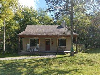 Twinleaf Honeymoon Cottage at Autumn Ridge