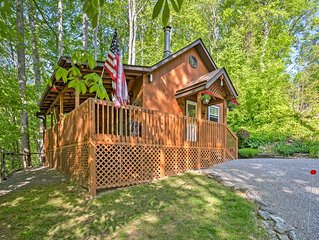 HONEYMOON  CABIN 35% OFF HOT TUB  WIFI, FIRE PIT, ~A/C~ CREEK, 2 MIN TO MAGGIE.
