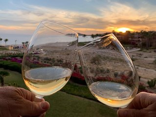 Romantic Beachfront Luxury Getaway at Casa del Mar