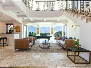 HUGE VILLA with Stunning Views, Jacuzzi, and Movie Theater!