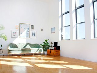 NEW LISTING - MONTHLY DISCOUNT: Amazing Manhattan Loft w/ Skyline View & Pool