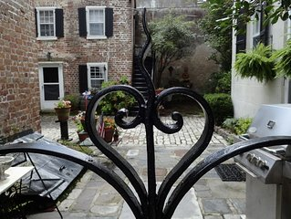 1 Bedroom Cottage in the center of town! Free Parking and Private Courtyard