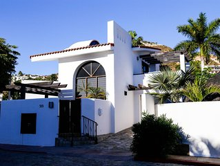 Casa Colibrí, a quiet oasis only a short stroll to downtown & marina