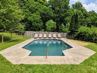 Plunge right in! TAKING SUMMER BOOKINGS NOW Pool, Hot Tub, Views-close to venues