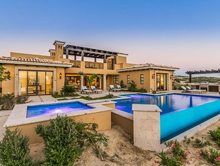 Exotic Luxury Villa w/ Private Pool, 10-Acre Lagoon & AMAZING Resort Amenities