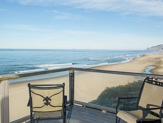 Beautifully decorated oceanfront home in Lincoln City with sweeping views!