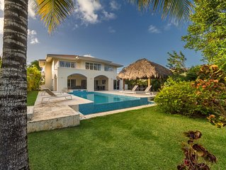 Lovely 4BR Golf Front Villa with Pool, Jacuzzi, Pool Table & Maid