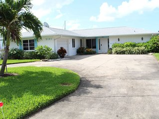 Vacation Rental Home With All Comfort - Pool, Spa, Screen & Waterfront