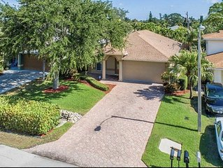 Beautiful Private 3BR/2BA Naples Pool Home - minutes to Vanderbilt Beach
