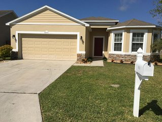 Lovely 3BR-2BA Contemporary Vacation Home Nestled In a Quiet Lakeland Community