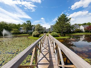 Cape Cod style condo w/grill & shared pool, sauna, gym - near beach