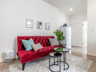 Stay in the Heart of Philly - 2 Bedroom Apt