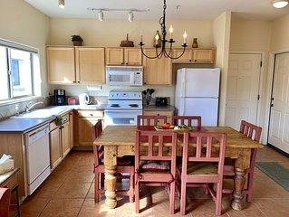 Clean & Charming Southwest Style Private Condo with Pool & Mountain Views!