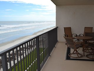 Beautiful Beach Front Get Away, less than an hour from World Famous Theme Parks.