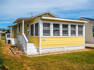 Cottage By The Sea: 3 BR / 2 BA house in Kure Beach, Sleeps 7