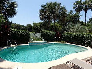 New Luxury Vacation Home - Private Pool - Golf Cart!