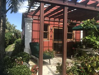 Private Island Apartment in the Heart of Tucker's Town; Walk to Beach!