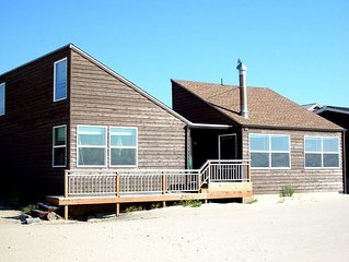'Baugh's Beach House' Cozy oceanfront home right in the sand in Pacific City!