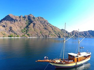 stay on pirate ship at komodo , Indonesia