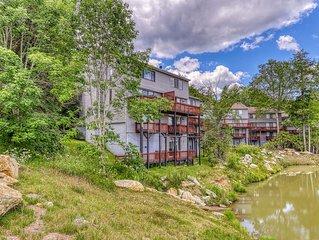 Tri-level Sugar Mountain townhouse next to slopes w/open floor plan & balcony