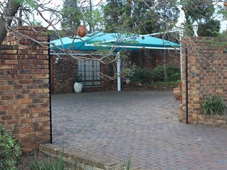 Jacaranda Cottage: Enjoy the Country really close to the City!